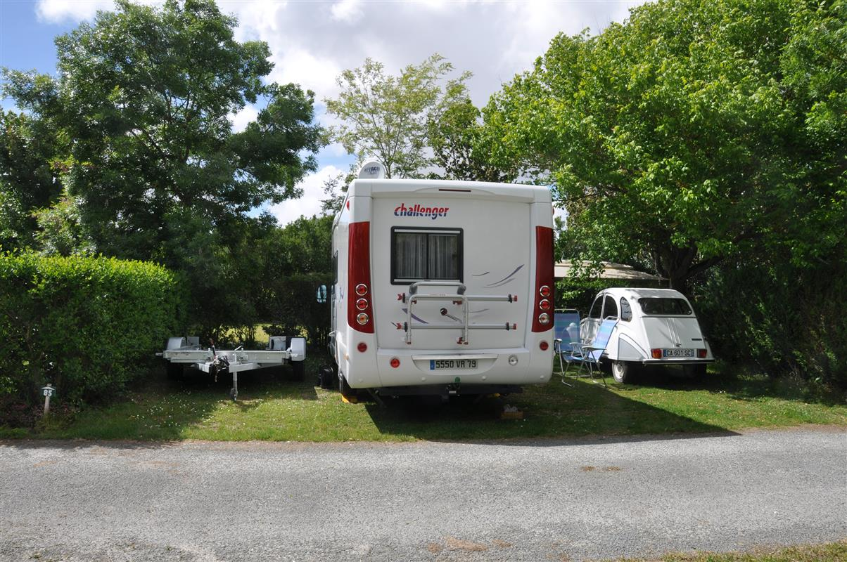 campsite pitches for tents camper vans and caravans in france close to la rochelle camping. Black Bedroom Furniture Sets. Home Design Ideas